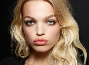 4 τρόποι για να έχετε wavy μαλλιά το πρωί, ενώ κοιμάστε