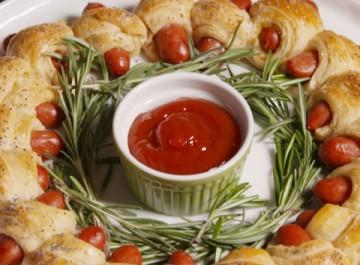 Χριστουγεννιάτικο ορεκτικό: Μίνι hot dog σε στεφάνι