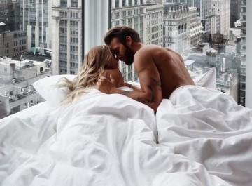 10 τρόποι για να ανάψετε ξανά τη φλόγα στο σεξ
