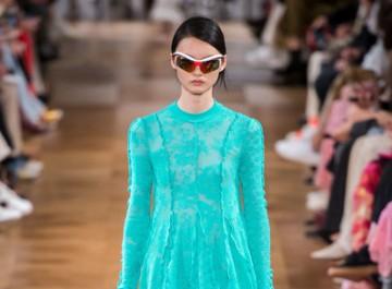 Τα 10 ωραιότερα μίνι φορέματα της άνοιξης, από τις πασαρέλες