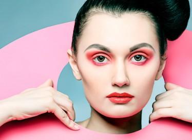 Monochromatic: Το νέο trend στο μακιγιάζ του καλοκαιριού και πώς γίνεται