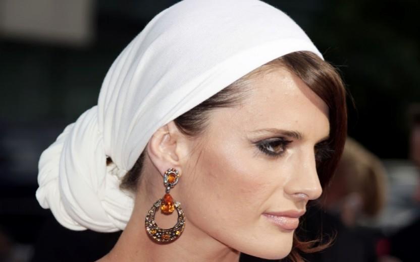 Καλοκαιρινό Look: Nέες στιλάτες ιδέες με μαντήλια στο κεφάλι