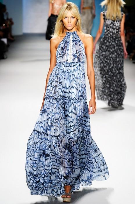 dd7ae347251 Γοητεύστε με το αέρινο maxi φόρεμα | womannow.gr | Oμορφιά, Μόδα ...